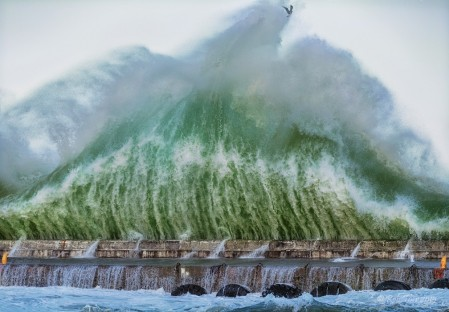 Rob Tarr's photo of massive wave at Kalk Bay Harbour